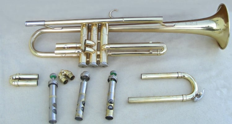 disassemble the parts of the trumpet